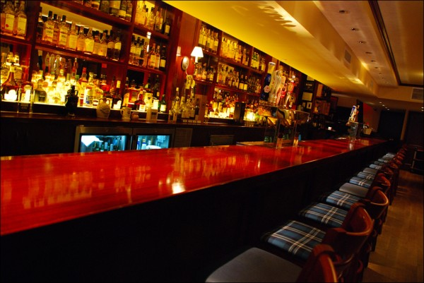 standrews_interior-bar